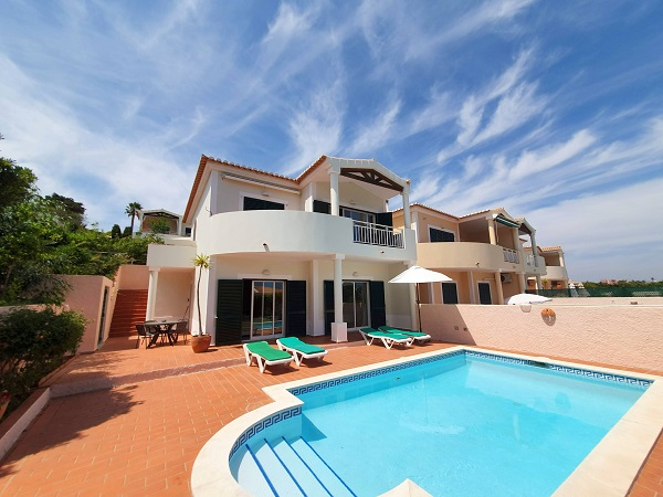 Click to learn more about... Villa das Ac�cias 17